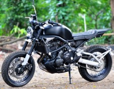 1454925863_modifikasi-versys-street-tracker-whitecollar-bike.jpg